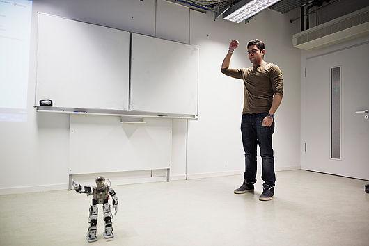 Gestensteuerung mit einem Roboter