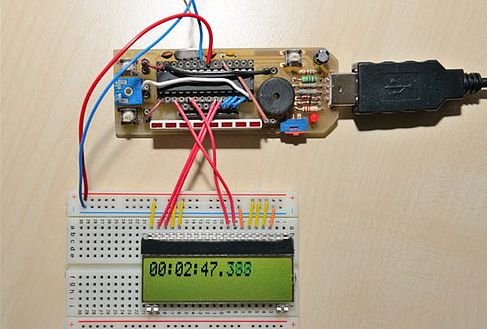 Microcontroller Stick mit angeschlossenem Display